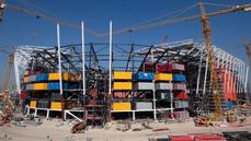 Katařané staví stadion pro fotbalové MS. Nastoupí na něm největší hvězdy, pak jej dělníci rozeberou