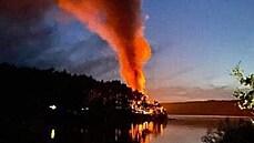 V kempu Radava na Orlíku hořelo jedenáct karavanů. Na místě byly děti, nikdo se nezranil