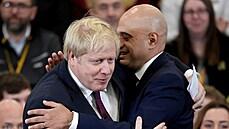 Británie jde do rizika. Johnson je v izolaci kvůli nakaženému šéfovi zdravotnictví, přesto země rozvolňuje