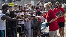 Lukašenko posílá migranty do Litvy, letenky z Bagdádu do Minsku jsou vyprodané. Na hranici roste plot
