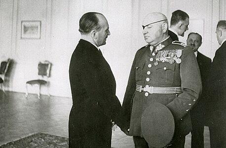 Generál Jan Syrový. Od 22. září 1938 do konce listopadu byl předsedou...
