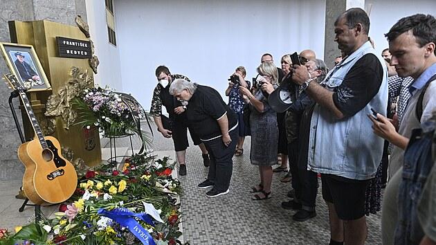 V krematoriu v Praze Strašnicích se lidé naposledy rozloučili 24. července 2021...