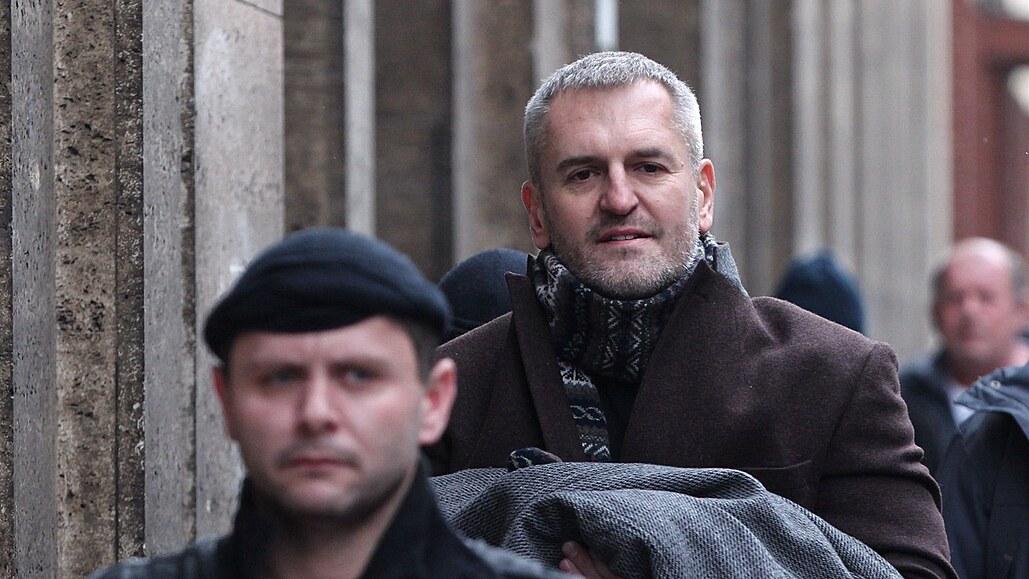 Český vlk z Wall Street míří k soudu. Hlavní postavou kauzy Via Chem Group je známý miliardář, obžalováno je 15 lidí