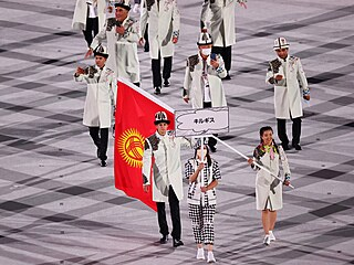 Tým Kyrgyzstánu při slavnostní ceremonii při zahájení  Olympijských her v Tokiu.