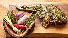 Mladá kýta na grilu. Jak si nejlépe připravit maso v létě, poradí Jan Punčochář