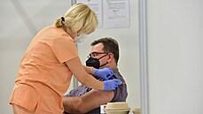 Každý čtvrtý se nechce očkovat. Přesto odmítačů postupně ubývá, důvody ke vzdoru jsou různé