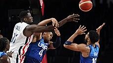 Americké basketbalové superhvězdy padly s Francií. V závěru ostudně minuly čtyři otevřené střely za sebou