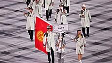 Zahájení olympiády se zúčastnilo i několik výprav bez roušek. Příště je může stihnout trest