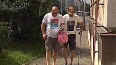 Odsouzený lobbista Janoušek nastoupil do pankrácké věznice. K bráně se dobelhal o holi