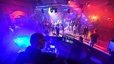 Blíží se konec zákazu tance v nočních klubech? Vojtěchův resort opatření řeší s hygieniky v regionech