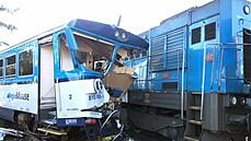 Osobní vlak se na Domažlicku srazil s lokomotivou: uvnitř zůstal zaklíněný člověk, vrtulníky odvezly šest zraněných