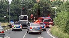 Auto pronásledované policií v Praze způsobilo nehodu se šesti zraněnými, na místě zasahoval i vrtulník