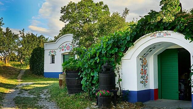 Pokud vyrazíte za moravským vínem, nezapomeňte navštívit Petrovské Plže. Na své si zde přijdou i milovníci Pána prstenů