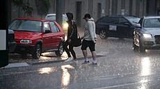 Východ Česka mohou v neděli znovu zasáhnout silné bouřky, naprší až 30 milimetrů