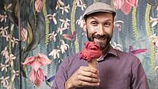 Veganská vanilková je nesmysl, říká pražský zmrzlinář. Jak se mu podniká na novém zmrzlinovém bulváru?