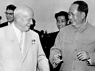 Rozbřesk velmoci. Spojenectví s Moskvou přineslo Číně ekonomickou pomoc, ale i ponižující závislost. A co Amerika?