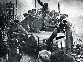 Demontáž kultu vyústila v revoltu. Nařízená destalinizace vyvolala napětí nejen mezi Moskvou a satelity