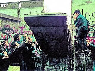 Strhněte tu zeď! Pád berlínské zdi a celého východního bloku v roce 1989 působily jako nečekaný zázrak