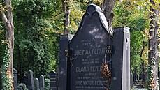 Hrobky, hroby, náhrobky. Architekt Kotěra navrhl řadu pomníků na Novém židovském hřbitově i na Olšanech