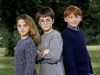 Hlavní hrdinové filmu z roku 2001 Harry Potter a Kámen mudrců