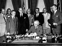 Podepisování Washingtonské smlouvy