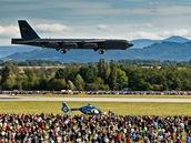 Americký  bombardér B-52 v letové ukázce