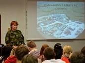 Prezentace Jany Zechmeistrové o působení Armády ČR v Kosovu pro studenty SŠ