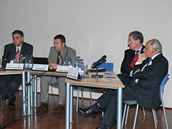 Veřejná debata se zákonodárci ze zemí NATO v Praze 12.11. 2012, panel zahrnoval