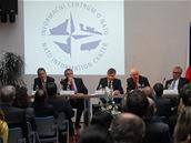 Debata prezidentských kandidátů o zahraniční politice a bezpečnostních otázkách