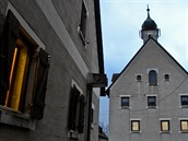 Radnice v jednom z velkých uměle vybudovaných měst v americkém výcvikovém centru poblíž německého Hohenfelsu