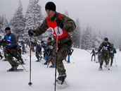 Extrémní armádní závod Winter Survival napříč Jeseníky odstartoval během na sněžnicích po sjezdovce