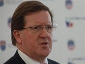 Bývalý generální tajemník NATO George Robertson hovoří na národní konferenci k patnáctému výročí vstupu Česka do aliance