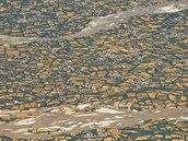 Okolí afghánského Bagrámu tvoří nekonečný zelený pás políček a sadů