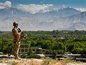 Čeští vojáci na patrole v okolí základny v afghánském Bagrámu