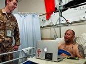 Zraněný australský voják v péči českých lékařů v Kábulu