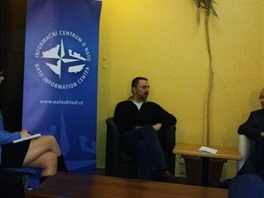 """Debata """"Savoy Café"""" s Václavem Bartuškou v Praze, 9. března 2016."""