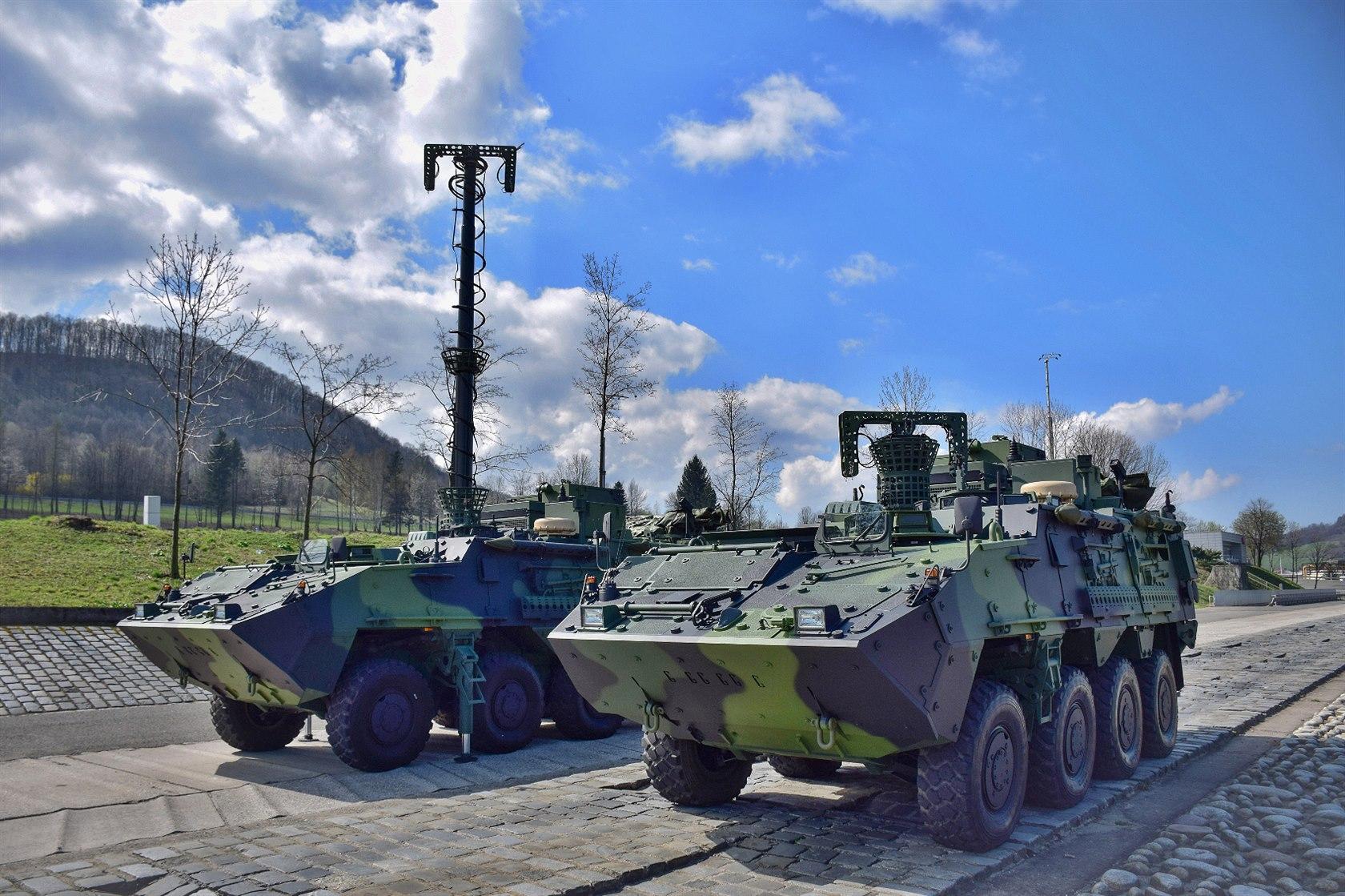 Obrněnce Pandur ve spojovací modifikaci