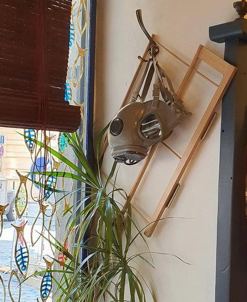 Pro obzvlášť bojácné návštěvníky kavárny (foto Jiří Wagner)