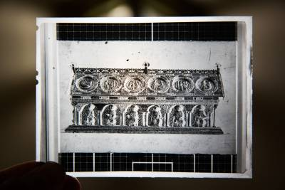 Předválečný snímek relikviáře svatého Maura, díky němuž Danny Douglas věděl, jak schránka vypadá.
