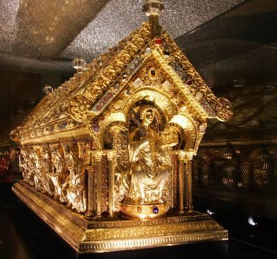 Relikviář svatého Maura je k vidění na zámku v Bečově nad Teplou.